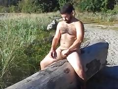 Massive gay hunk jerks off in the open air tube porn video