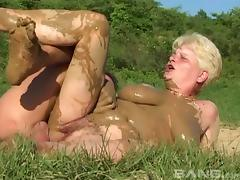 Mature amateur granny gets fucked silly in a messy outdoors foursome action tube porn video