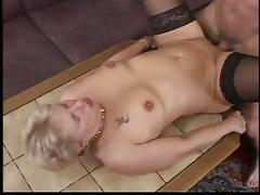 Amateur blonde granny in black stockings nailed on a sofa tube porn video