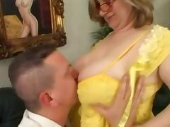 vieille salope aux gros seins tube porn video