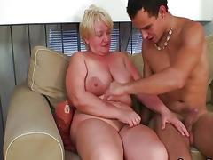 Granny fuck on the couch with cancer tube porn video