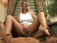Big tit MILF Robbie needs foot slapping tube porn video
