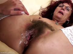 Hairy mom gets deep fisting from young girl tube porn video