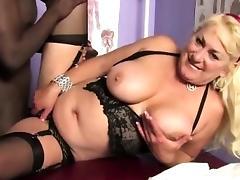 Horny black thug pumps chunky cougar tube porn video