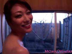 Asian pornstar Akari Hoshino gets wam in bath tube porn video