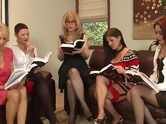 Legendary blonde mature woman is in the middle of a lesbian fivesome tube porn video