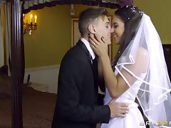 Blonde MILF teaches a bride how to pleasure horny men tube porn video