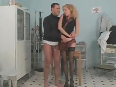 Long legged curly babe seducing doctor tube porn video