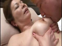 Japanese mature housewife does an old man and a young dude tube porn video