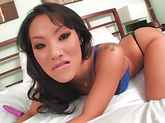 Asian pornstar Asa Akira gets intimate in bed tube porn video