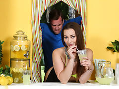 Dani Daniels & Jessy Jones in ZZ Lemonade: Dani Daniels - Brazzers tube porn video