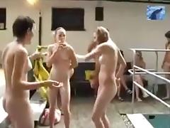 Piscina nudista tube porn video