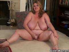 BBW milf Kimmie KaBoom peels off her nylons and plays tube porn video