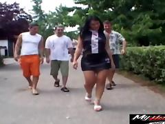 Melissa Lauren and Noemi seduced by a bunch of guys for some fun tube porn video