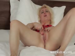 Blonde mature pleasuring her pussy tube porn video