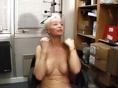Sonja Muere Les Mamies Perverses s'exhibent dans la Rue tube porn video