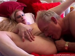 Beautiful big tits MILF loves to fuck tube porn video
