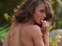 Erotic Outdoor Pleasure With The Hot Chick Malena Morgan tube porn video