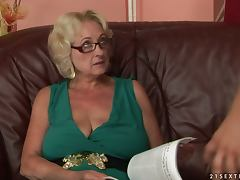 Blonde Old Lady Getting Her Snatch Fucked by the Grannyfucker tube porn video