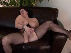 Big Titted Milf Kitty Rubs Her Fat Pussy Lips tube porn video