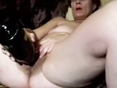 Mature slut masturbating with huge sex toy up her cunt tube porn video