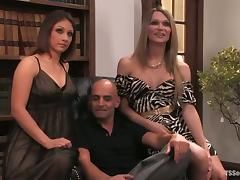 Threesome sex with two gorgeous shemale babes tube porn video