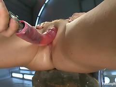 Krissy Lynn oils her body and takes a ride on a fucking machine tube porn video