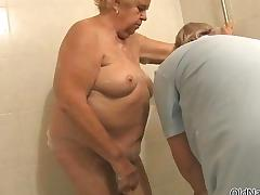 Nasty old lady gets her cunt and ass tube porn video