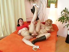 Well-endowed grandma penetrates a milf tube porn video