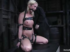 Nutriment Kelly Wells gets the brush tits and pussy painful tube porn video