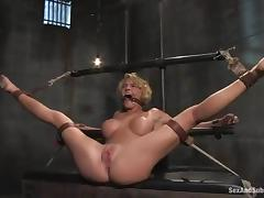 Krissy Lynn enjoys Mr. Pete's dick wide say no to vag coupled with hot expound overhead say no to belly tube porn video