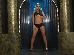 Leah Luv fingers her vag and takes a ride on a fucking machine tube porn video