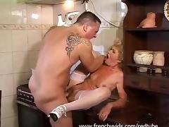 Une vieille salope se fait un jeune type tube porn video