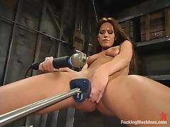 Holly Wellin gets double penetrated by a fucking machine and gets orgasm tube porn video
