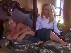 Hunger of Amber Lynn to eat a cock is reaching its peak tube porn video
