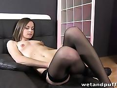 Xara Uses A Pump On Her Labia tube porn video