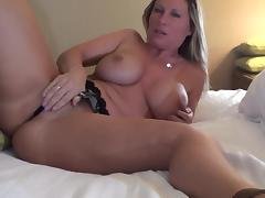 Mom blonde Devon Lee masturbates her puss tube porn video