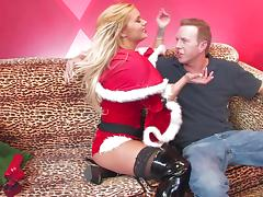 Shyla Stylez gives hand to Mark Wood and jumps on his weiner tube porn video