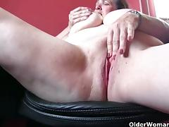Mature blonde rubs her sweet cunt into heaven tube porn video