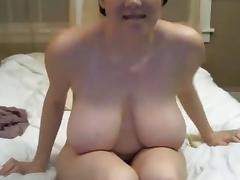 Big tit gal uses vibe on her hairy pussy clit in bed tube porn video